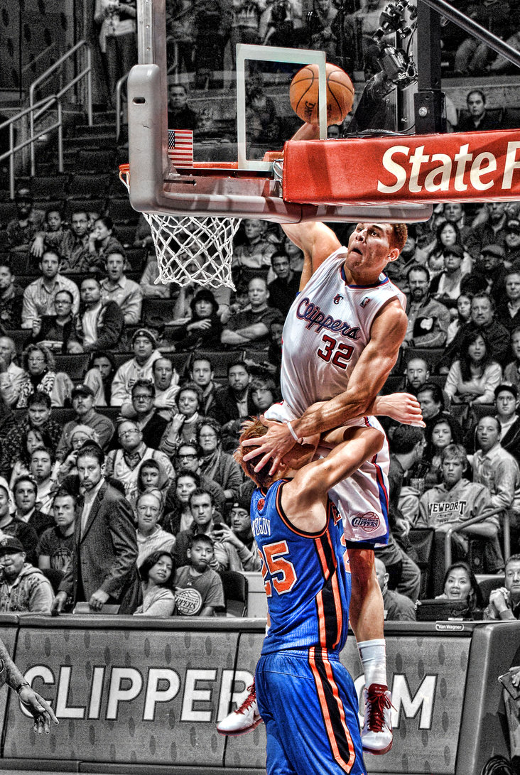 blake_griffin_dunk_on_mozgov_by_rhurst-d33tozy.jpg