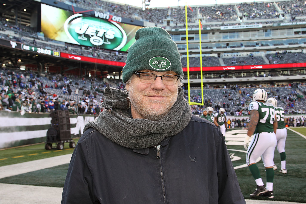Philip-Seymour-Hoffman-showed-his-New-York-Jets-pride-field-before-game-Met-Life-Stadium-December-2011