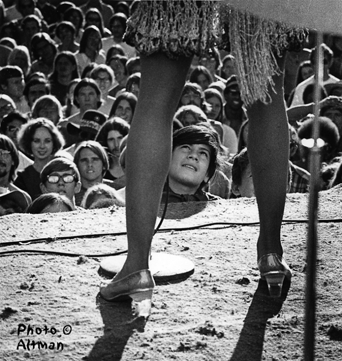 The Fan Tina Turner's legs sheet # 425	frame #15