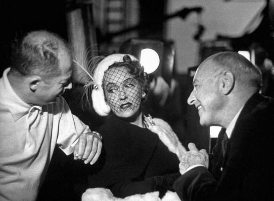 Billy-Wilder-Gloria-Swanson-and-Cecil-B.-DeMille-on-the-set-of-Sunset-Blvd.