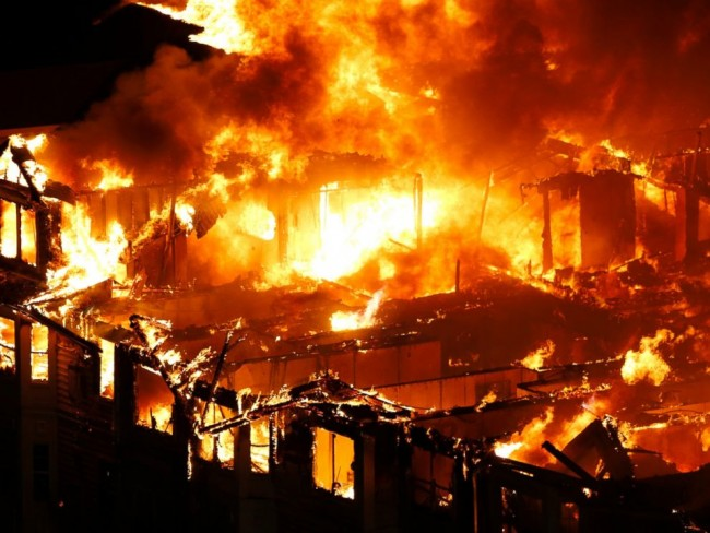 AP_EDGEWATER_FIRE4_150122_DG_4x3_992