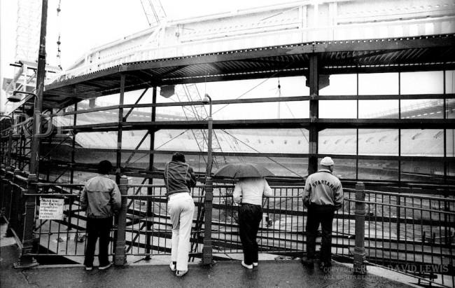 Sept.19, 1975—Curiosity Viewers from Subway Platform.